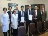 在ロシア日本国大使館の方に御同席いただき、ロシア連邦モスクワ州立MONIKI病院(http://monikiweb.ru)と日本式医療展開の詳細項目を記載した正式MOUの調印いたしました。