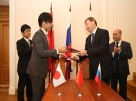 MONIKIへの日本式総合リハビリテーションセンター設立準備室開設のMOUに当社代表取締役社長 坂上勝也 が調印しました。